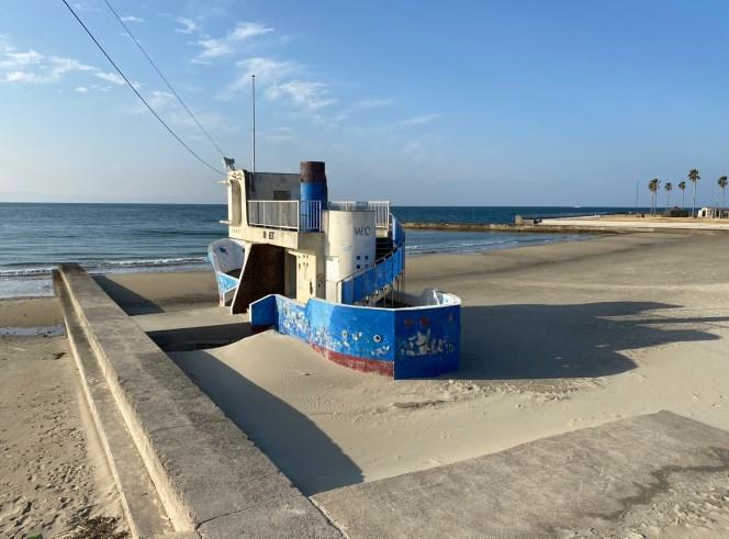 千鳥ヶ浜海水浴場のビーチにもトイレあり