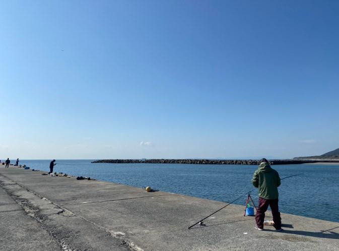 『赤羽港・道の駅・赤羽海岸』の釣り場ガイド(駐車場・トイレ・釣れる魚)